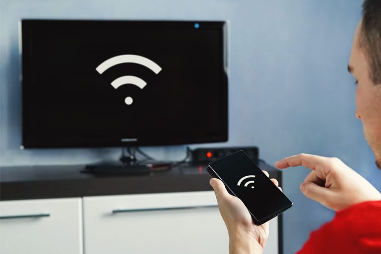 Connectivity Between Smart TV and Smartphone Through a WiFi Connection