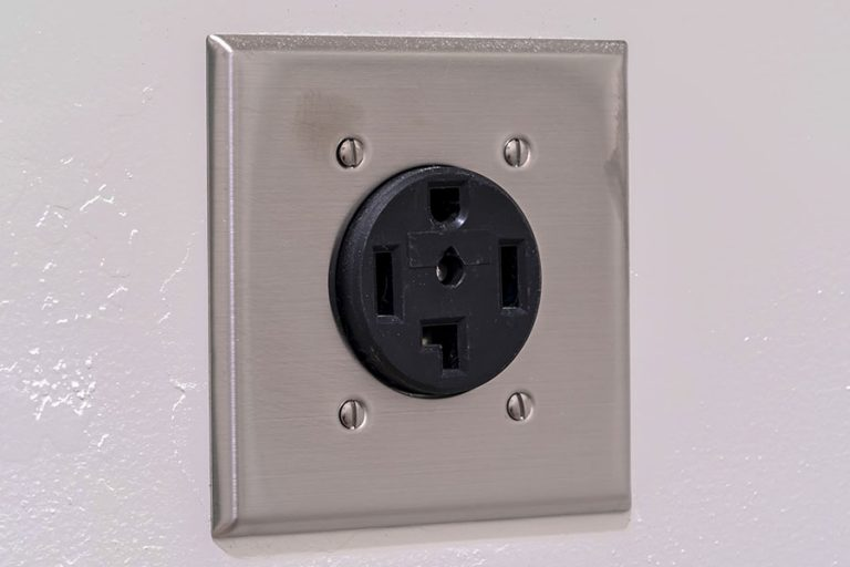 AC electrical plug outlet for a dryer